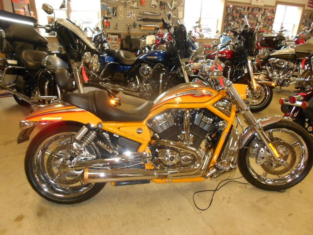 2006 Harley-Davidson® VRSCSE2 Screamin'  Eagle® V-Rod® – $12500
