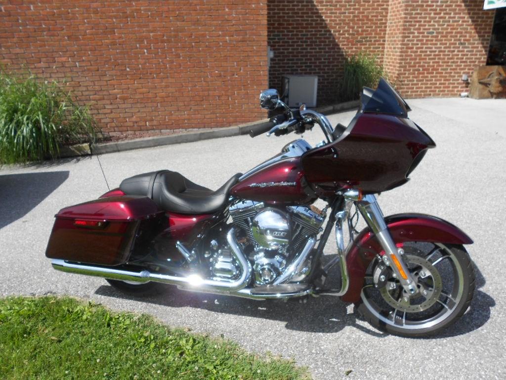 2015 Harley-Davidson® FLTRX Road Glide® – $18900