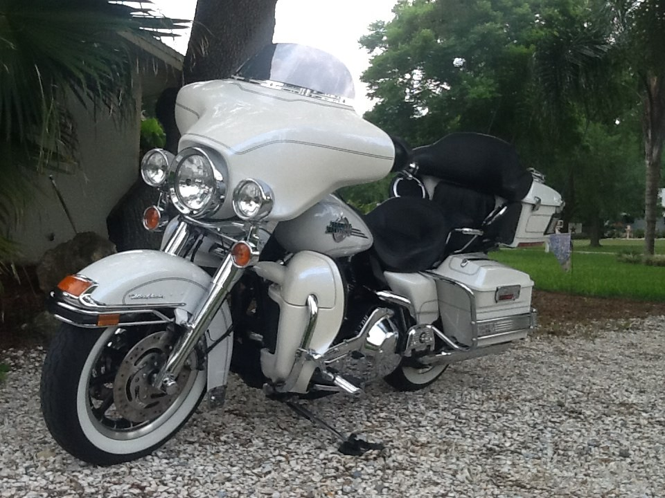 Harley Davidson Touring Motorcycles For Sale Dallas Tx >> 2006 Harley-Davidson® FLHTCU/I Electra Glide® Ultra Classic® (Glacier White Pearl), Lakeland ...