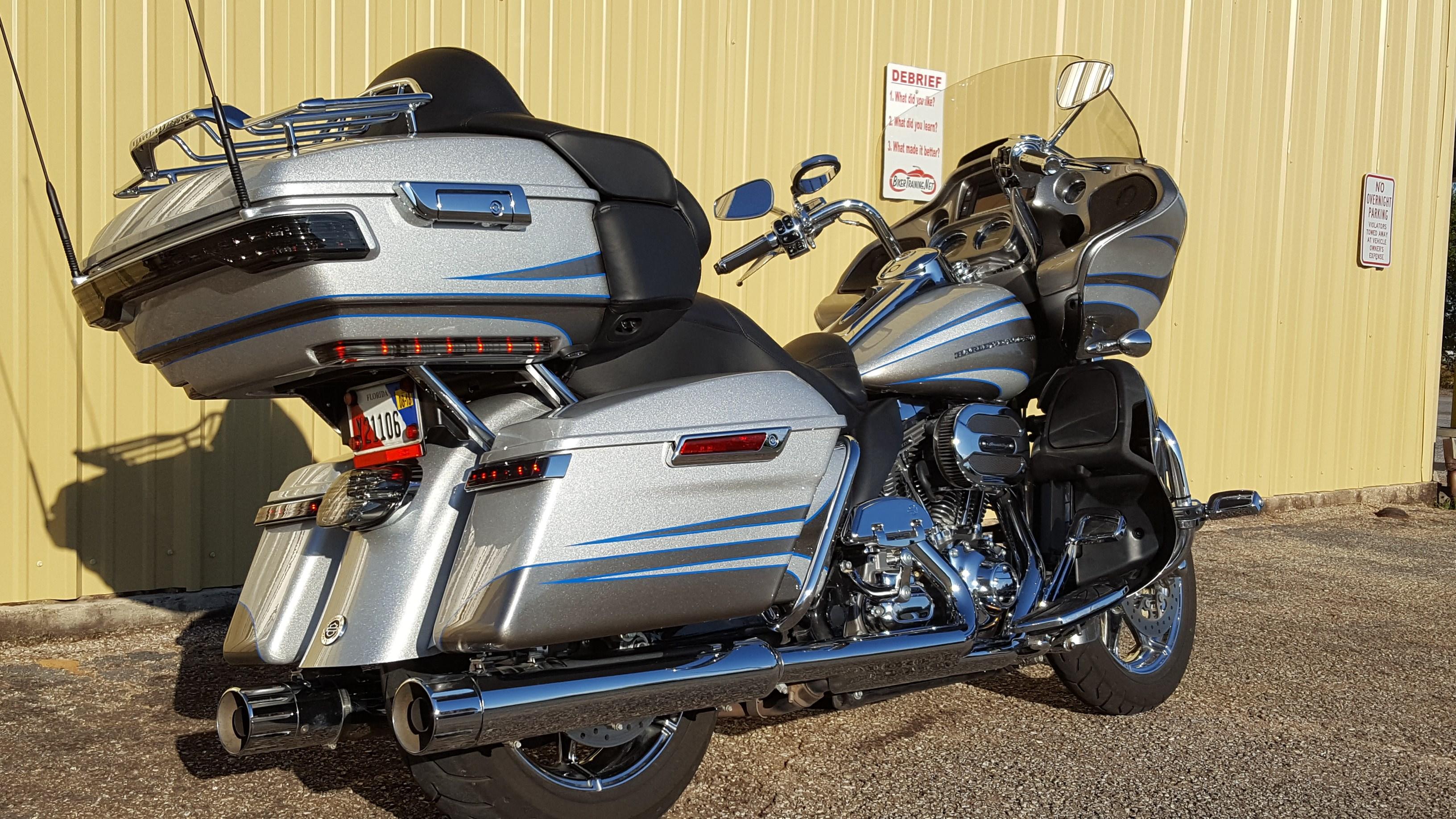 Harley Cvos For Sale Ca >> 2016 Harley-Davidson® FLTRUSE CVO™ Road Glide® Ultra (Stardust Silver / Palladium Silver ...