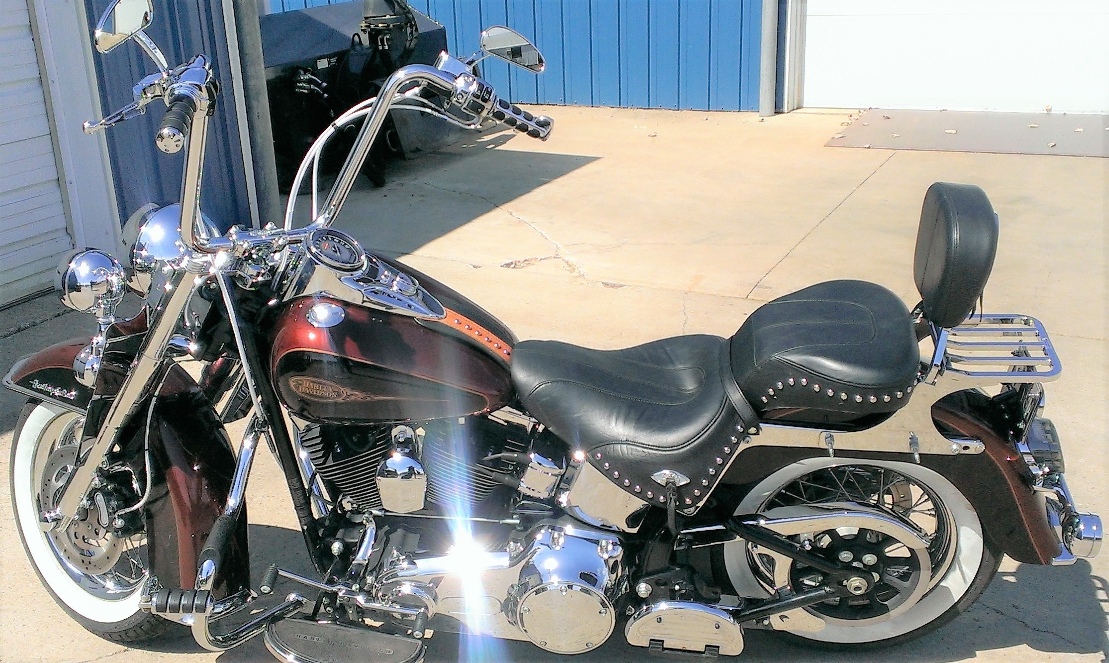 White Tire Paint >> 2009 Harley-Davidson® FLSTC Heritage Softail® Classic (Dark Candy Rootbeer/Light Candy Rootbeer ...