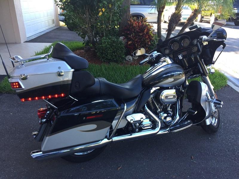 Photo of a 2013 Harley-Davidson® FLHTCUSE8 CVO™ Ultra Classic® Electra Glide®