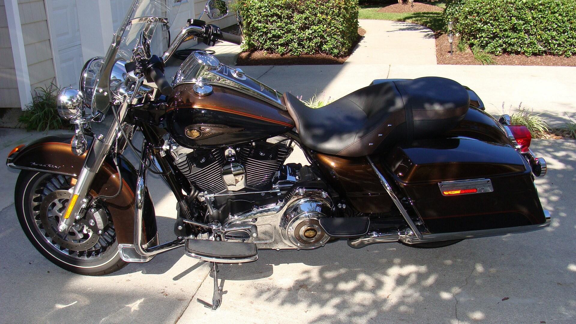 Harley Davidson Road King Price >> 2013 Harley-Davidson® FLHR-ANV Road King® 110th Anniversary (Vintage Bronze ), Virginia Beach ...