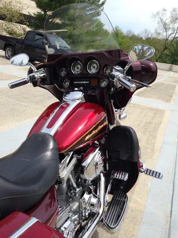 2005 Harley-Davidson® FLHTCSE2 Screamin' Eagle® Electra Glide® (Two Tone Cherry Red), Glenn Dale