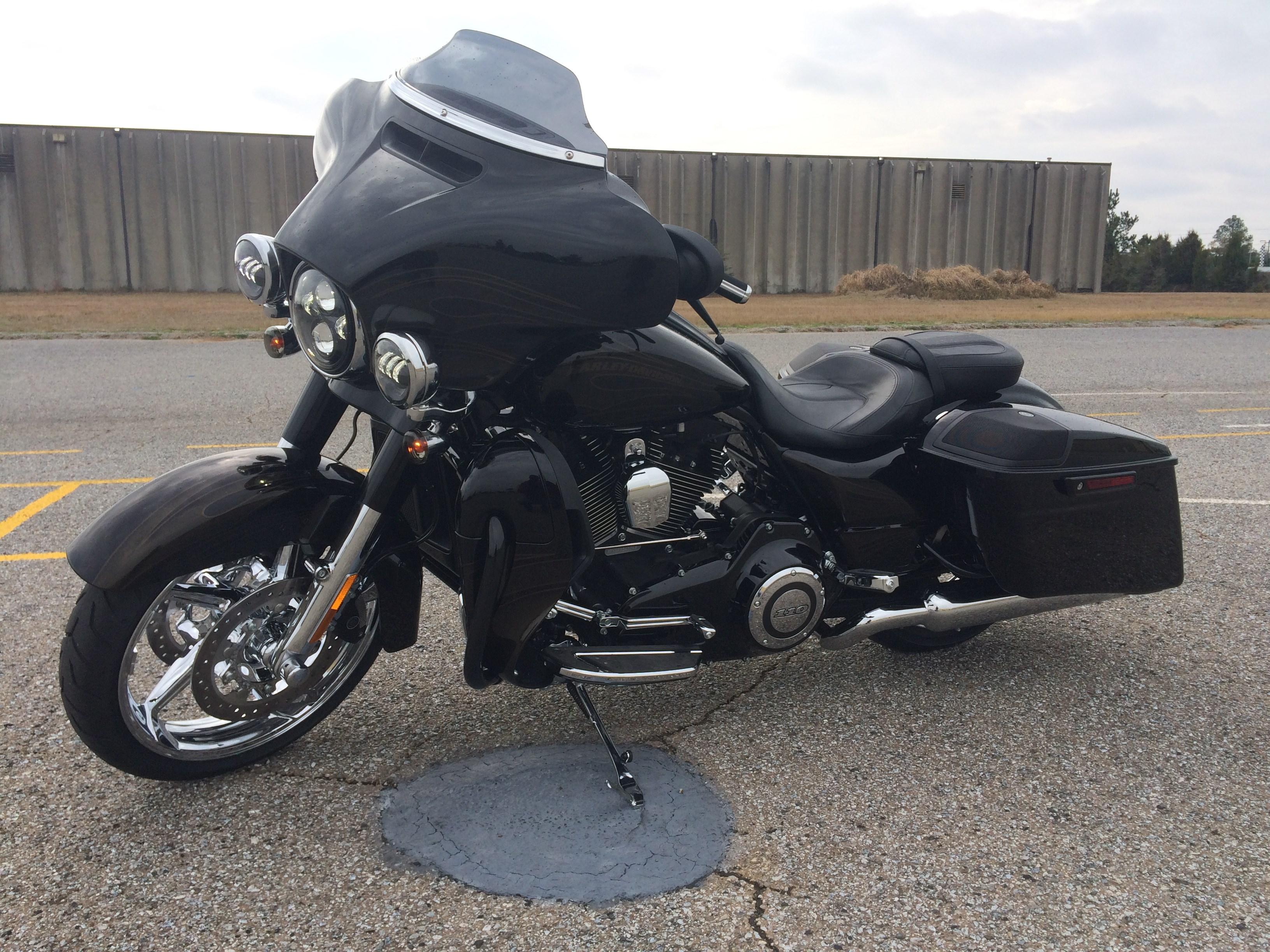 Harley Davidson Street Glide Kbb