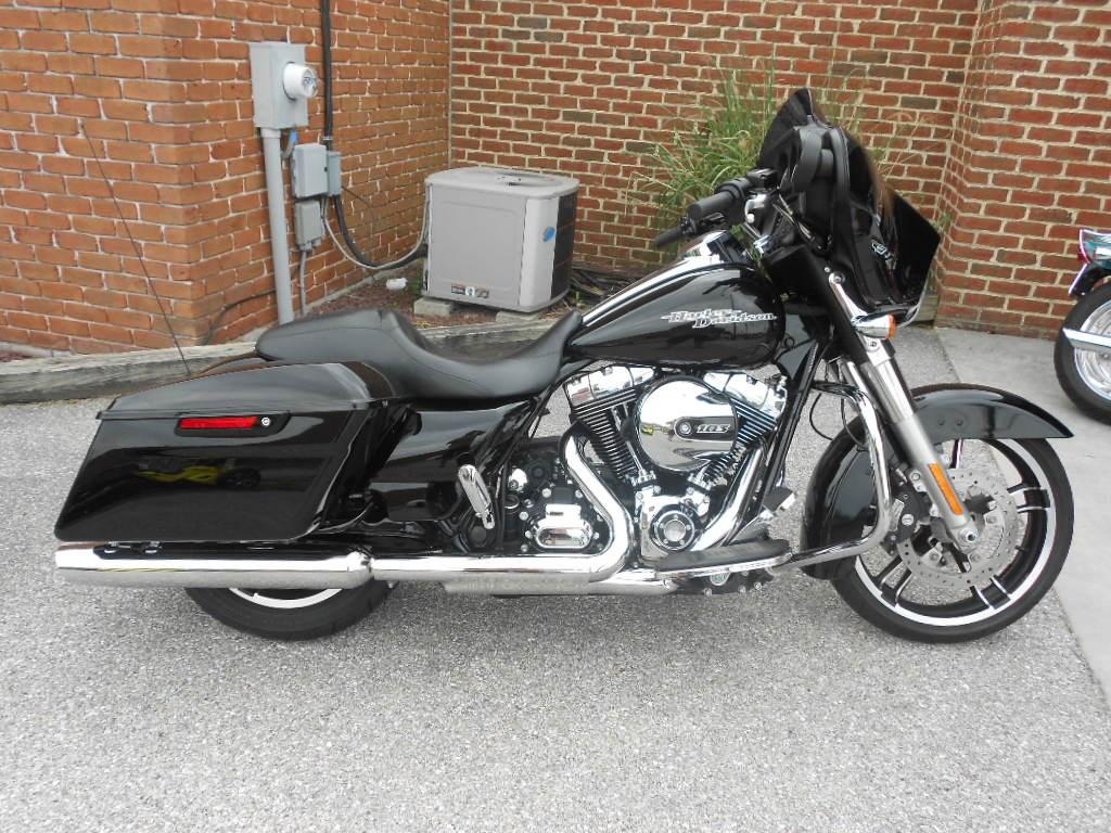 2016 Harley-Davidson® FLHX Street Glide® – $19900