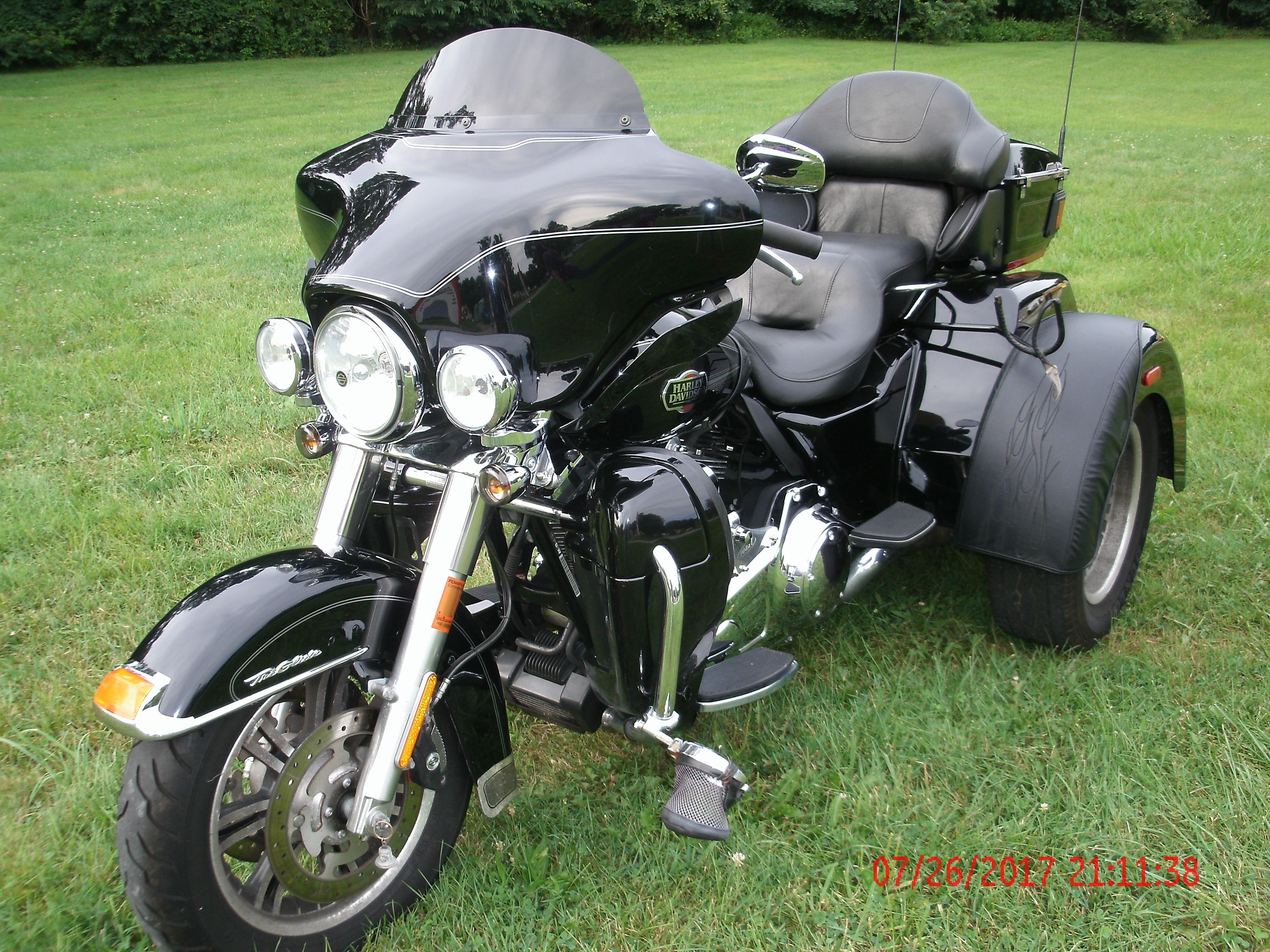 Harley Davidson Bike Covers >> 2011 Harley-Davidson® FLHTCUTG Tri Glide™ Ultra Classic ...