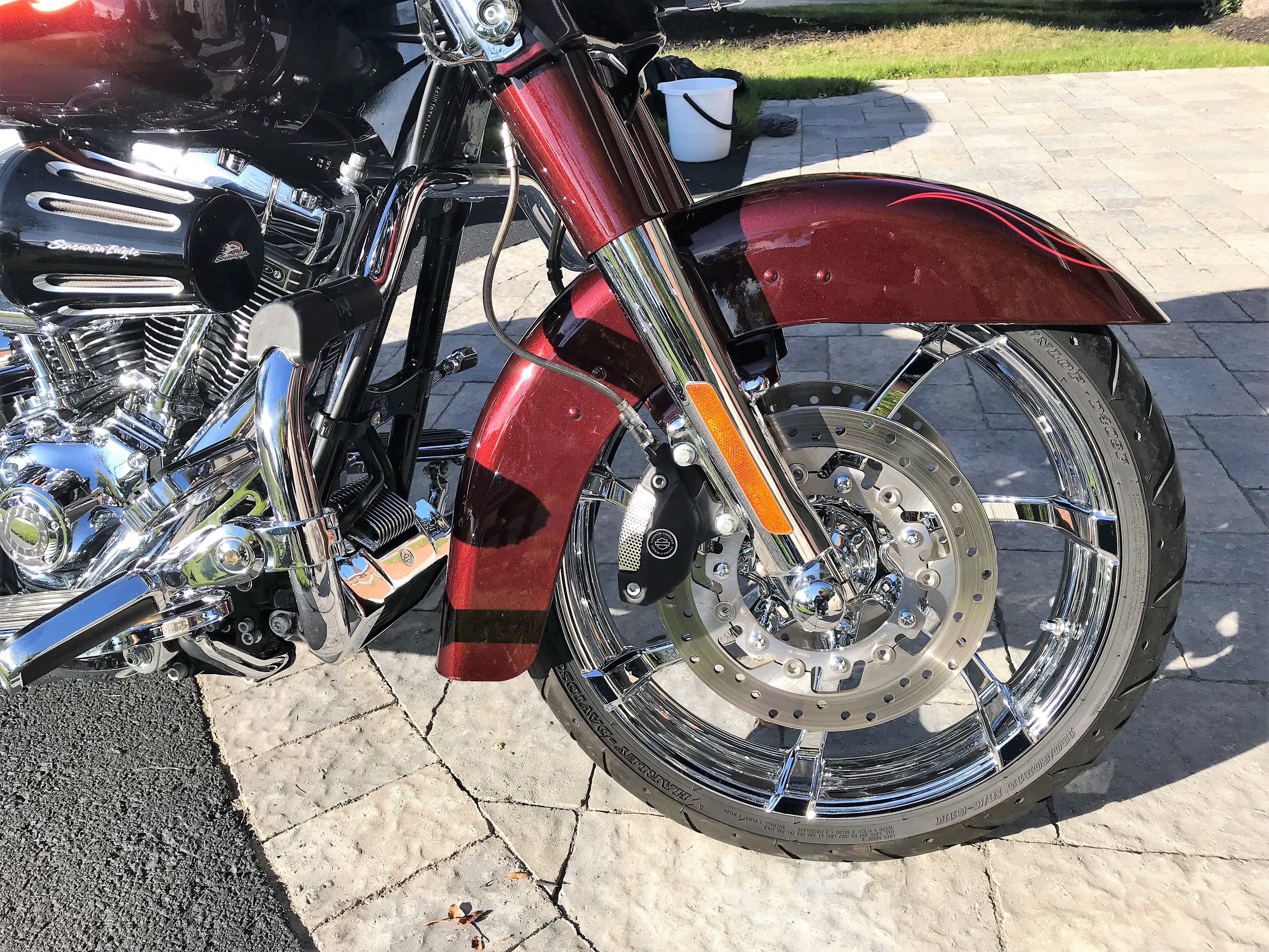 2010 Harley-Davidson® FLHXSE CVO™ Street Glide® (Spiced Rum ...