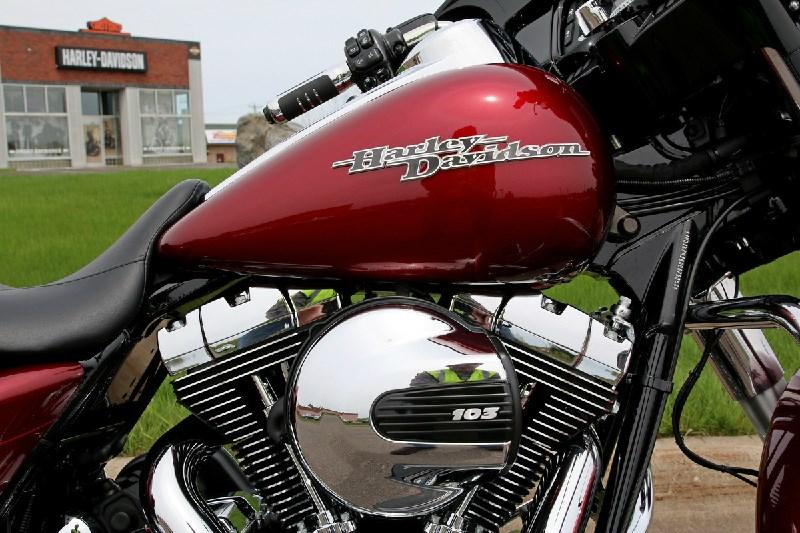 Harley Davidson Street Glide  Mile Service