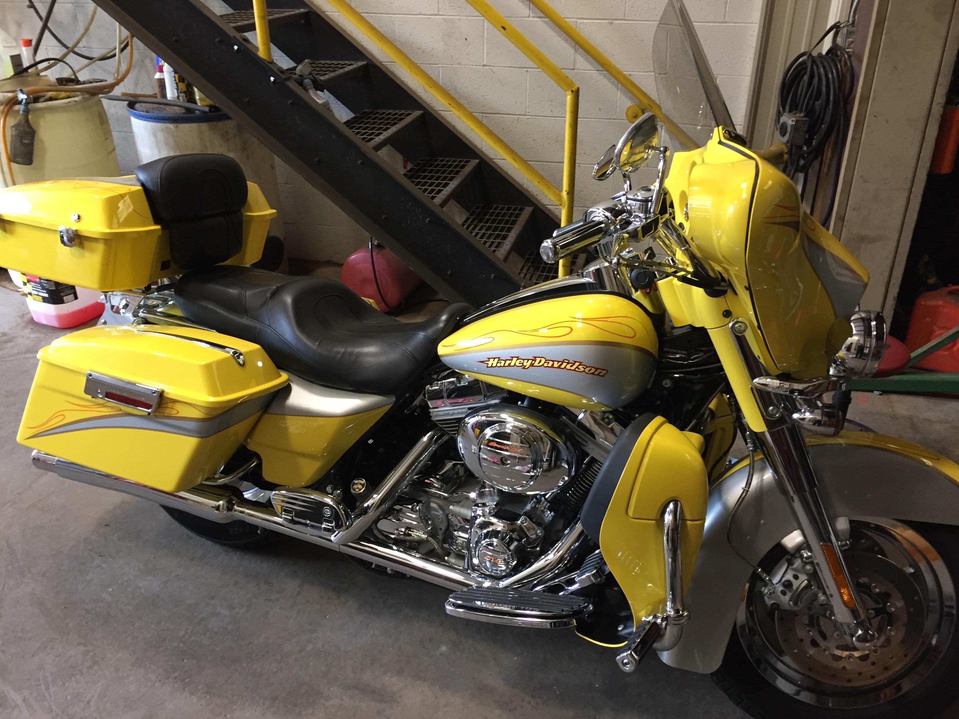 Cvo For Sale Pennsylvania >> 2005 Harley-Davidson® FLHTCSE2 Screamin' Eagle® Electra Glide® (Yellow / SILVER CVO BIKE ...