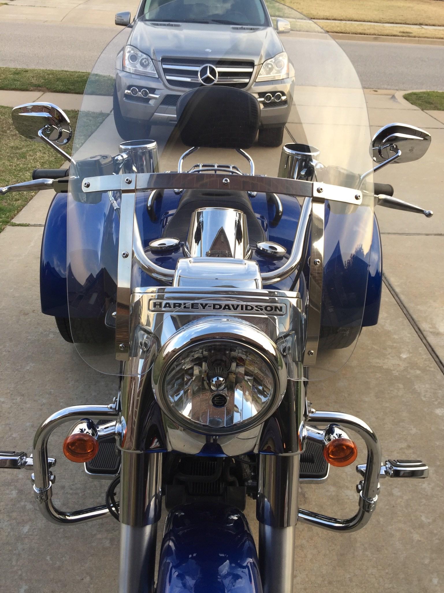 2015 Harley-Davidson® FLRT Freewheeler™ (Blue), Broken ...