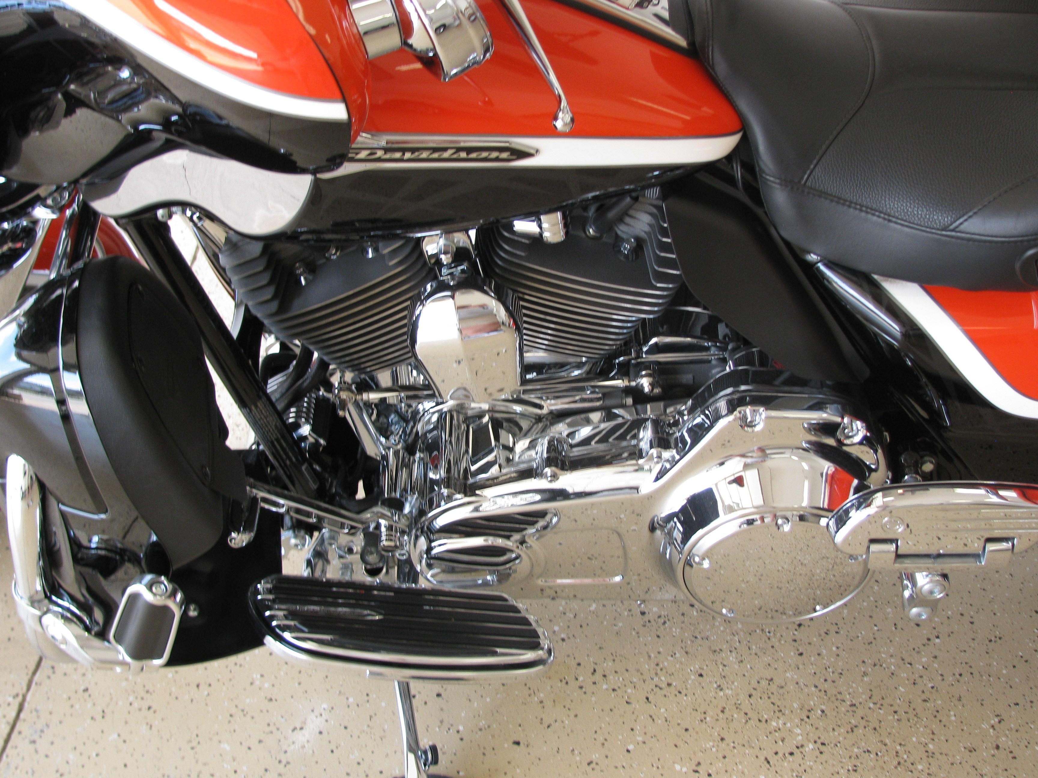 Harley Cvo Dealer Dallas Tx >> 2012 Harley-Davidson® FLHTCUSE7 CVO™ Ultra Classic® Electra Glide® (Orange/Black), Norwalk, Iowa ...