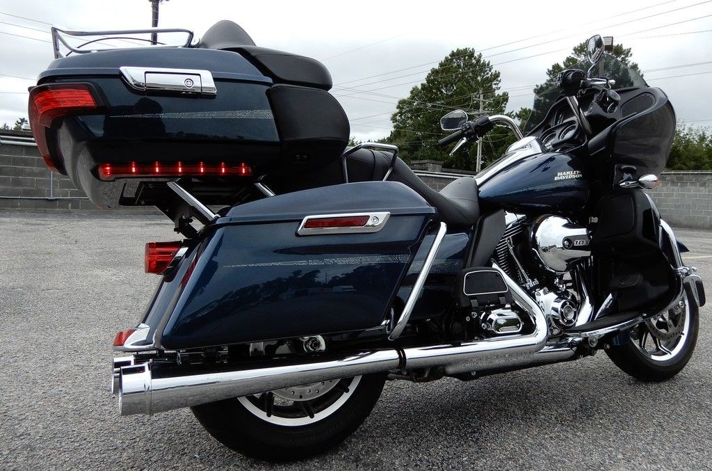 2016 Harley-Davidson® FLTRU Road Glide® Ultra (COSMIC BLUE