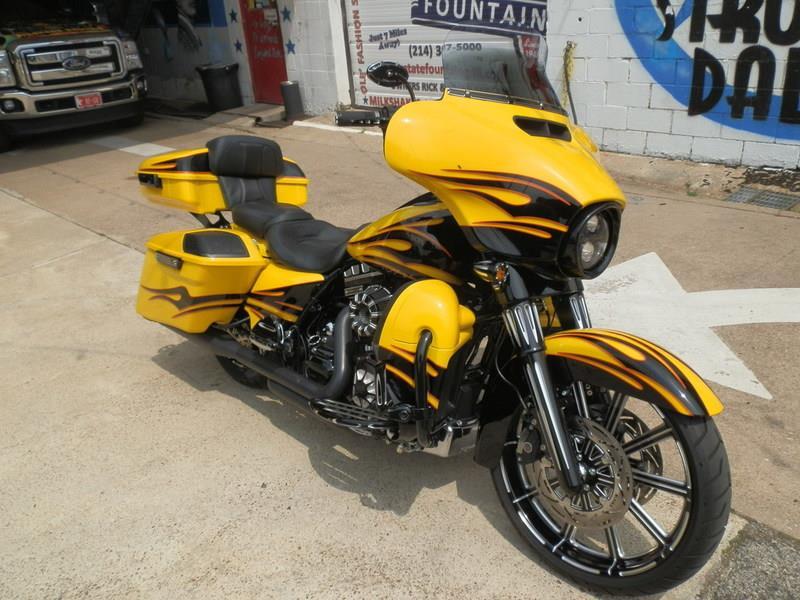 Harley Cvo Dealer Dallas Tx >> 2015 Harley-Davidson® FLHXSE CVO™ Street Glide® (YELLOW / BLACK), Dallas, Texas (723029 ...
