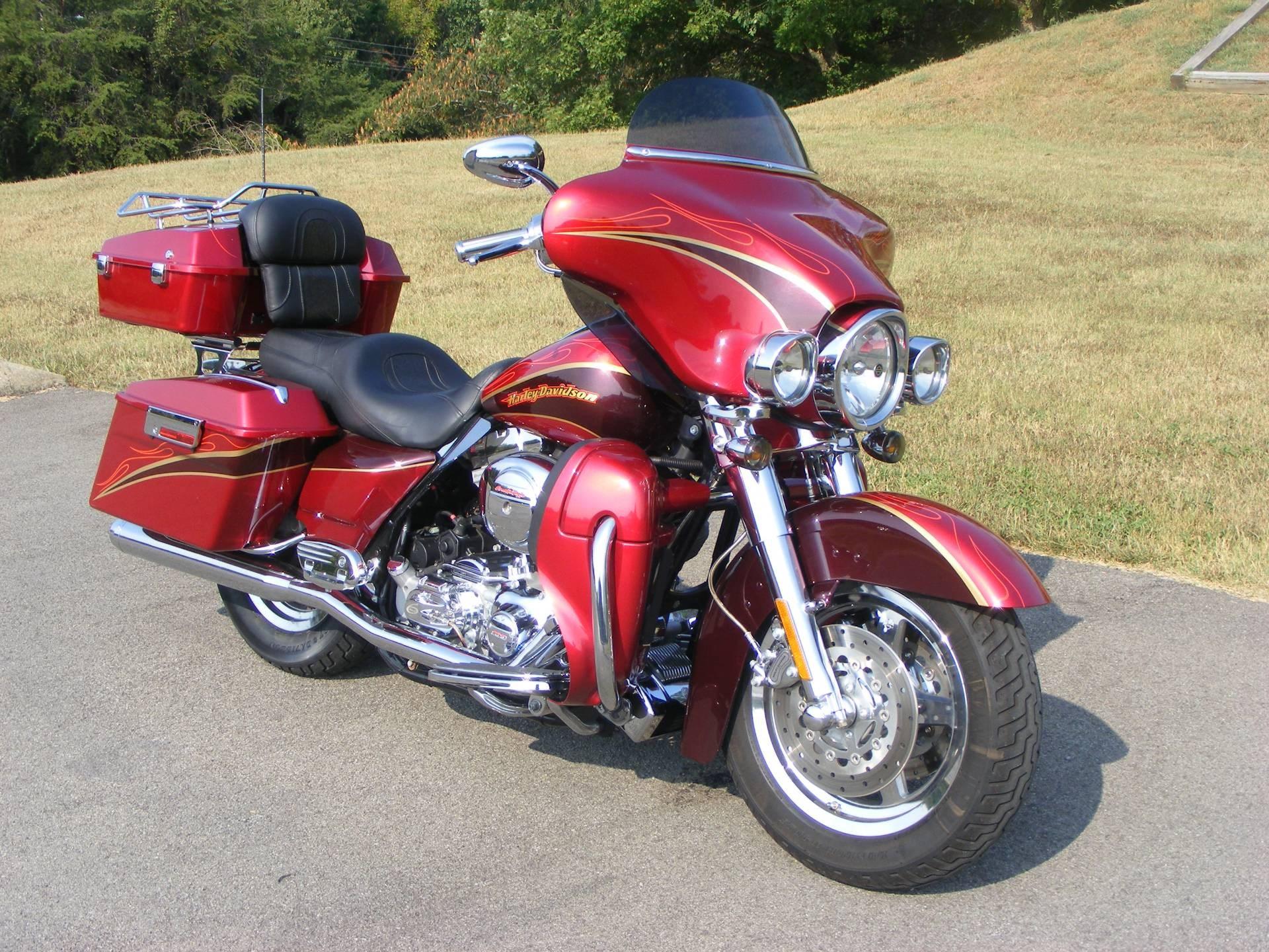2005 Harley Davidson® FLHTCSE2 Screamin' Eagle® Electra ...