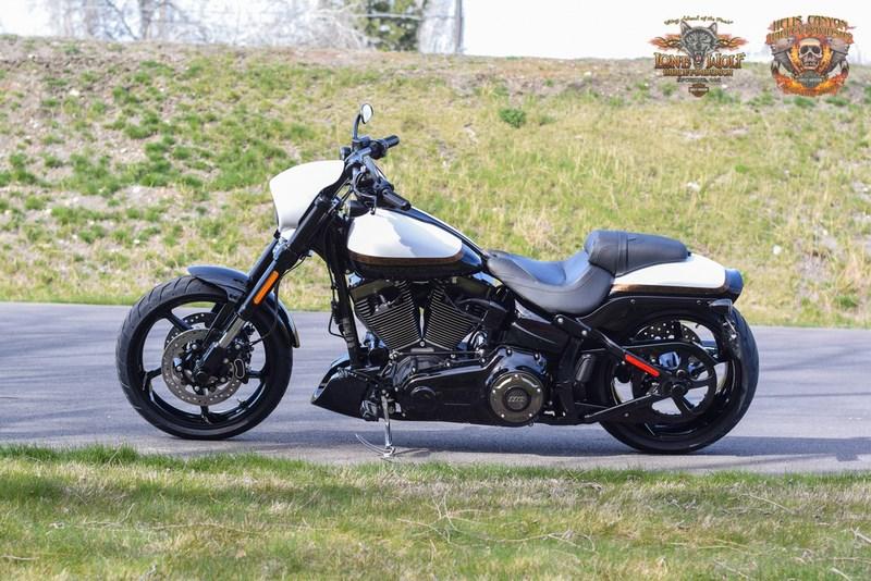 White Tire Paint >> 2017 Harley-Davidson® FXSE CVO™ Pro Street Breakout® (WHITE GOLD PEARL/STARFIRE BLACK), Spokane ...