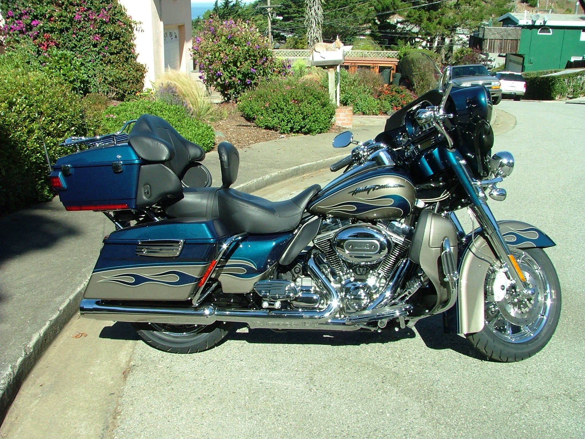 2010 harley davidson flhtcuse5 cvo ultra classic electra glide riptide blue and titanium. Black Bedroom Furniture Sets. Home Design Ideas
