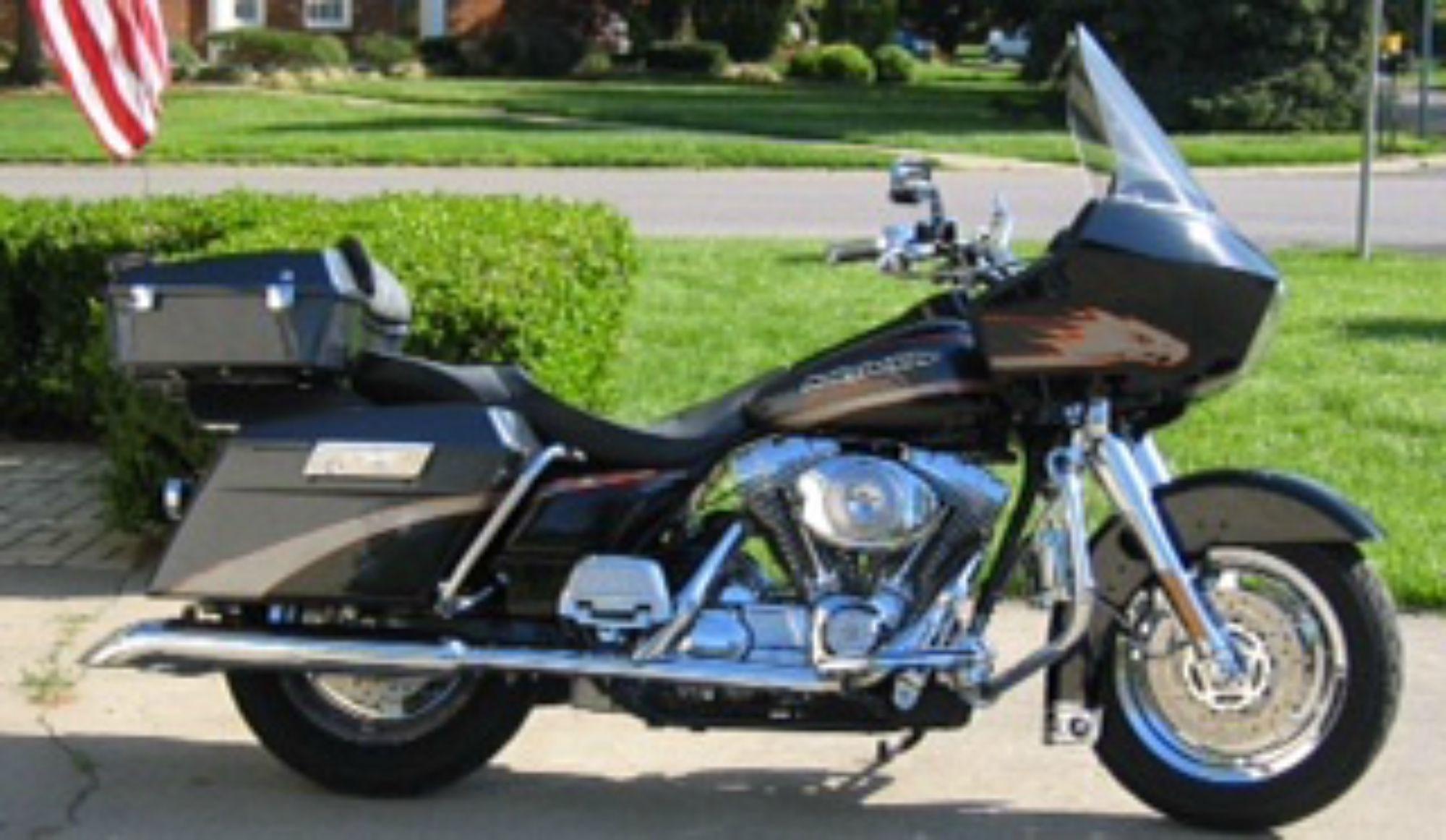 2001 Harley-Davidson® FLTRSEI Screamin' Eagle® Road Glide® (Vivid Black /  Platinum Silver & Charcoal), Jeffersonville, Indiana (541755) |  ChopperExchange