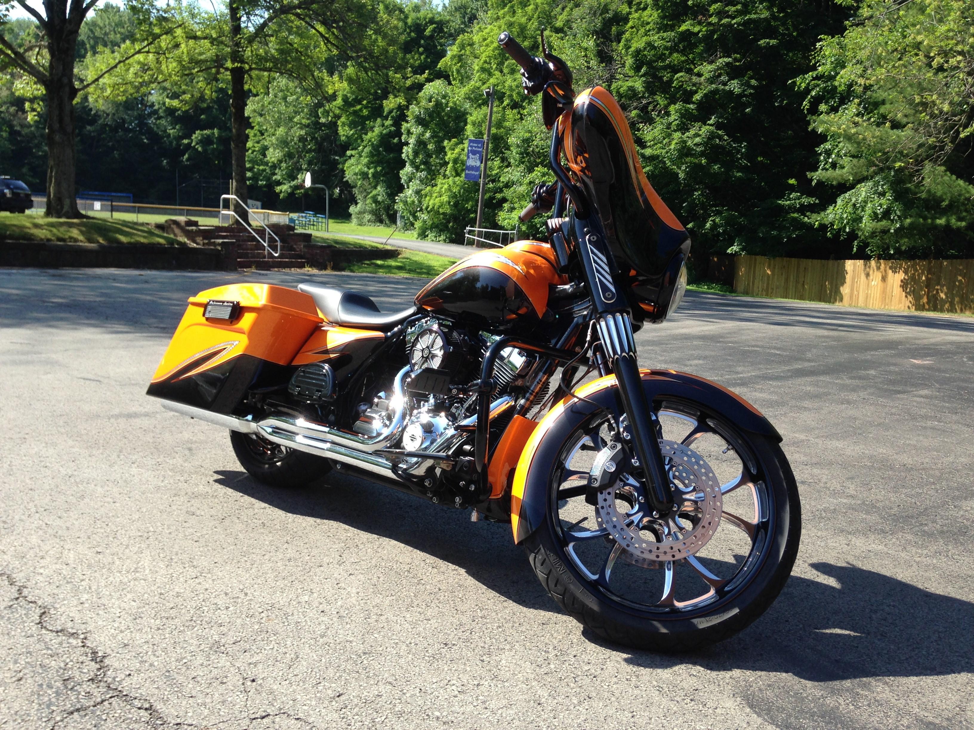 2011 harley davidson flhx street glide orange and black youngstown ohio 562376. Black Bedroom Furniture Sets. Home Design Ideas