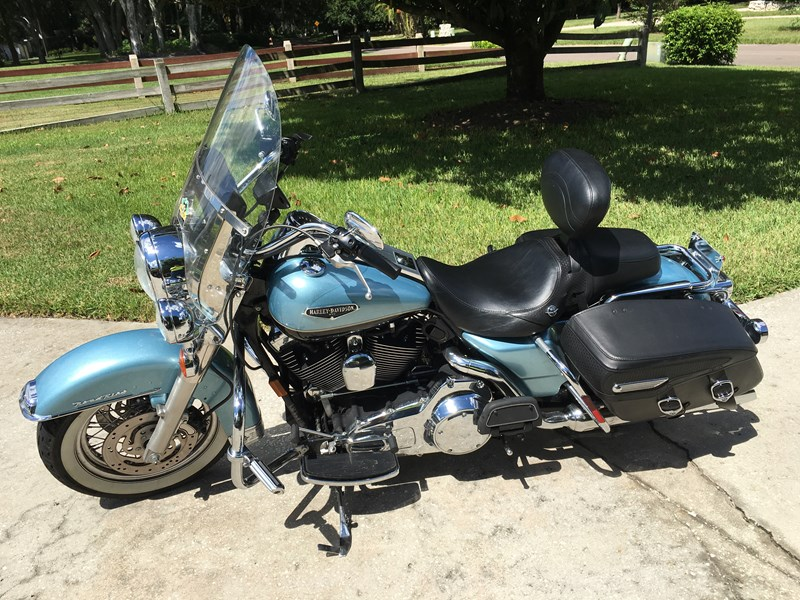 2007 Harley-Davidson® FLHRC Road King® Clic (Light blue metallic