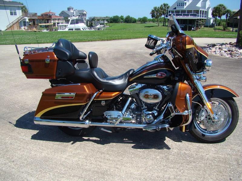 Photo of a 2008 Harley-Davidson® FLHTCUSE3-ANV Screamin' Eagle® Ultra Classic® Electra Glide® Anniv