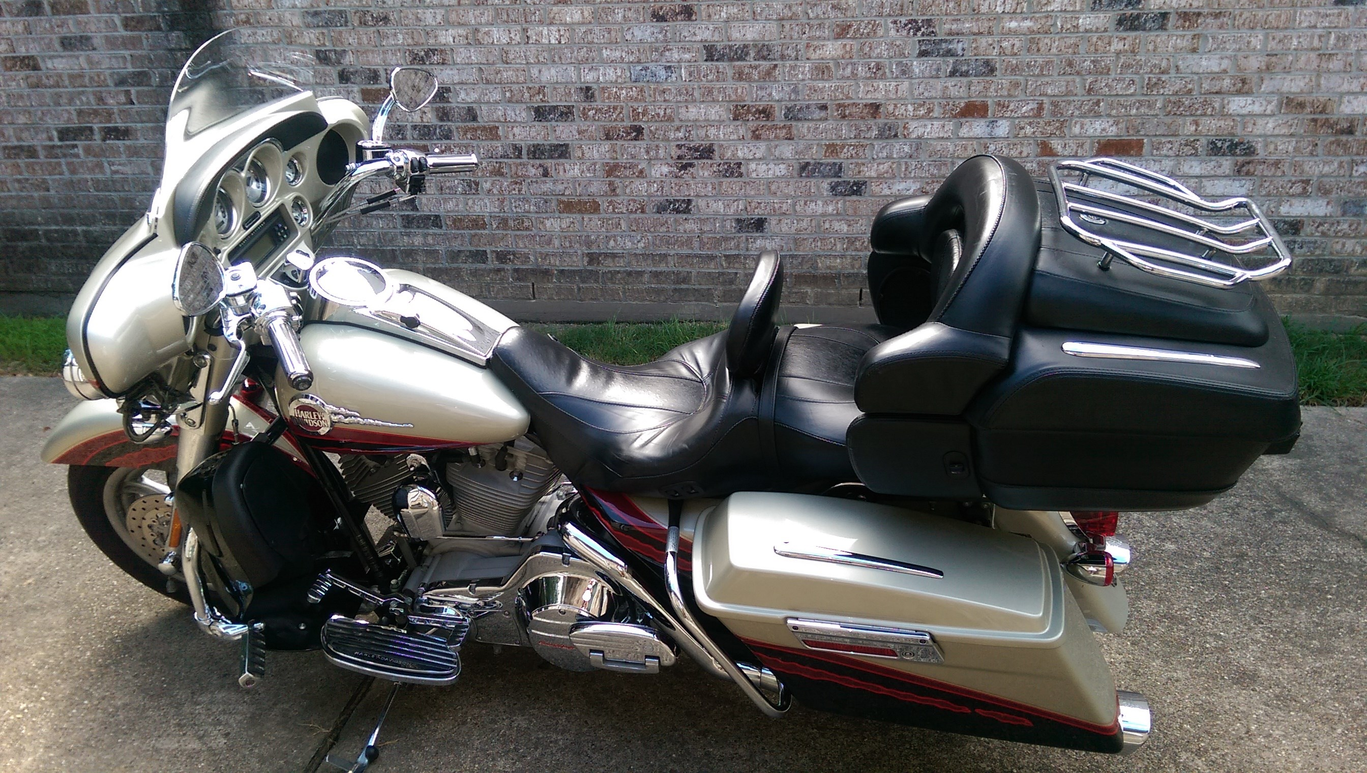 2017 Cvo For Sale Ga >> 2006 Harley-Davidson® FLHTCUSE Screamin' Eagle® Ultra Classic® Electra Glide® (Silver/Red/Black ...