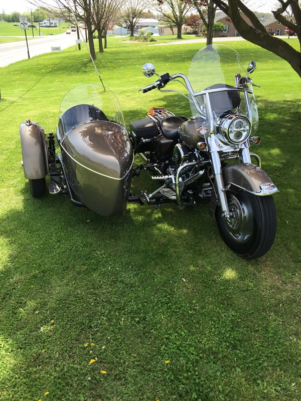 Photo of a 2005 Harley-Davidson® FLHRS/I Road King® Custom w/ Sidecar