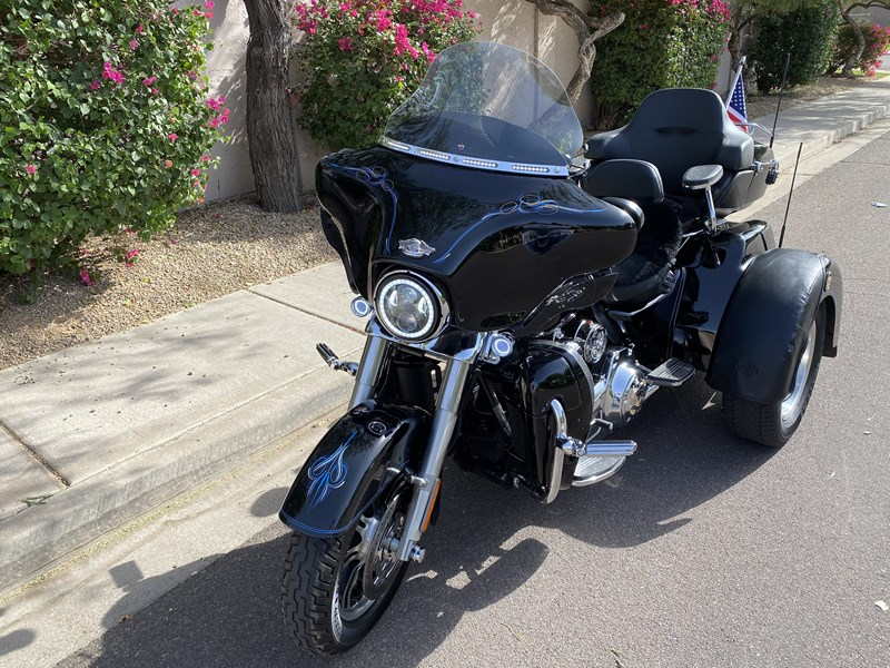 Photo of a 2010 Harley-Davidson® FLHXXX Street Glide® Trike
