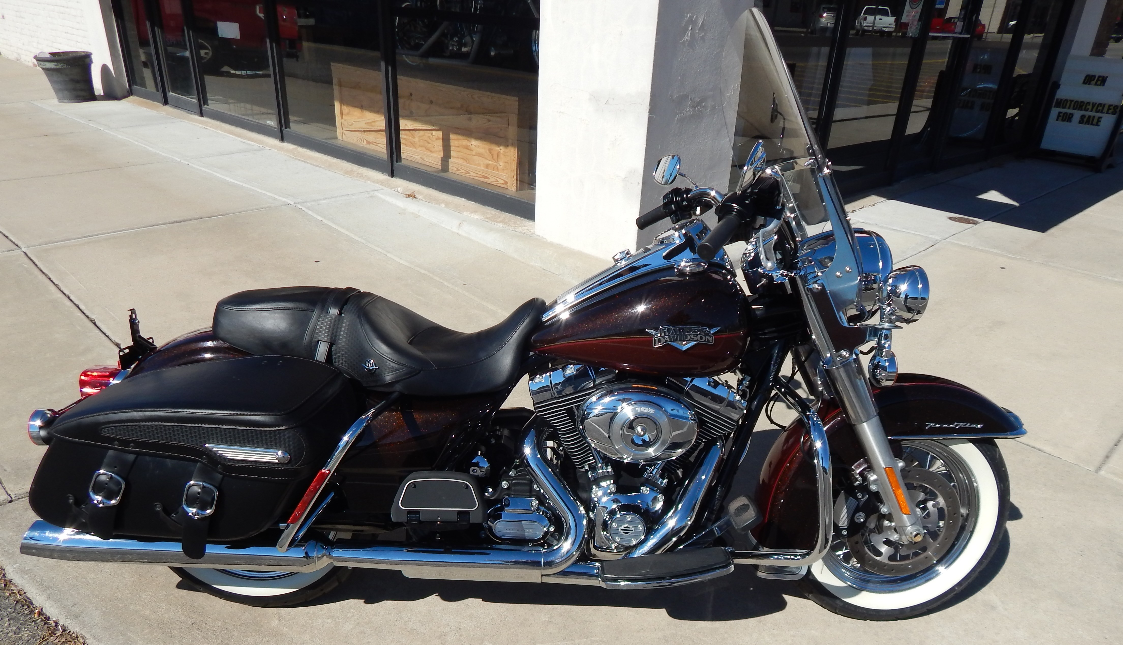 Dealer In Miami >> 2011 Harley-Davidson® FLHRC Road King® Classic (Two Tone Dark Candy Root Beer / Light Candy Root ...