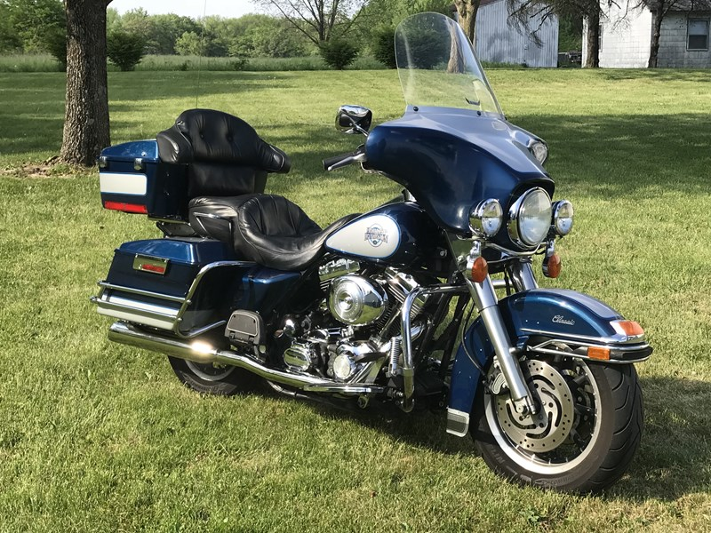 Photo of a 2000 Harley-Davidson® FLHTC/I Electra Glide® Classic