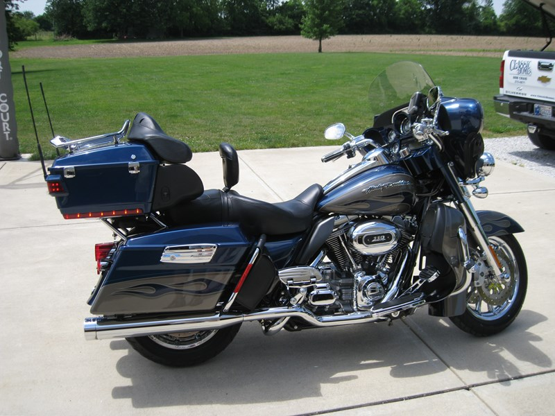 2010 Harley-Davidson® FLHTCUSE5 CVO™ Ultra Classic® Electra Glide®