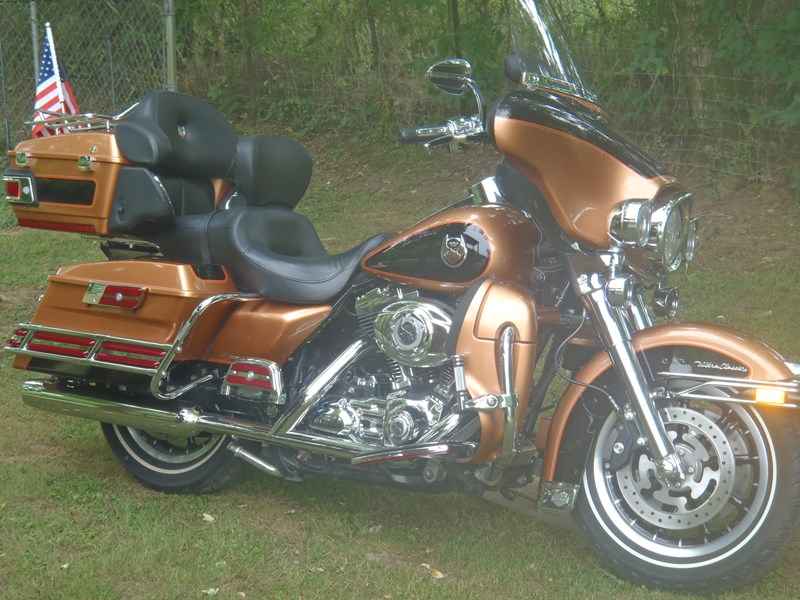 Photo of a 2008 Harley-Davidson® FLHTCU-ANV Ultra Classic® Electra Glide® Anniversary