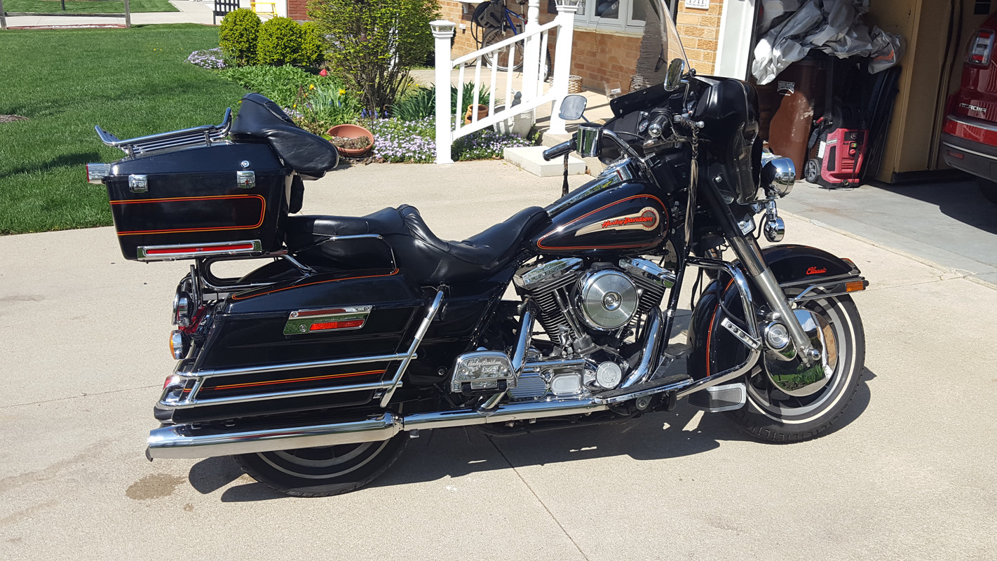 Photo of a 1995 Harley-Davidson® FLHTC Electra Glide® Classic