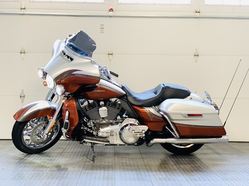 Photo of a 2014 Harley-Davidson® FLHTKSE CVO® Electra Glide® Ultra Limited