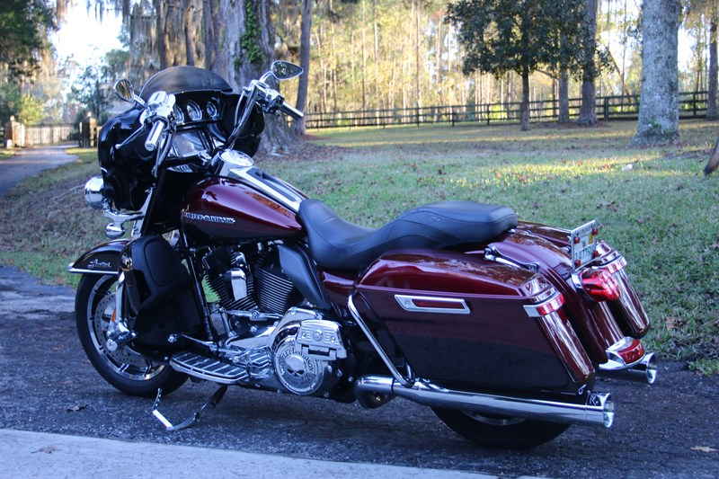 Photo of a 2015 Harley-Davidson® FLHTKL Ultra Limited Low