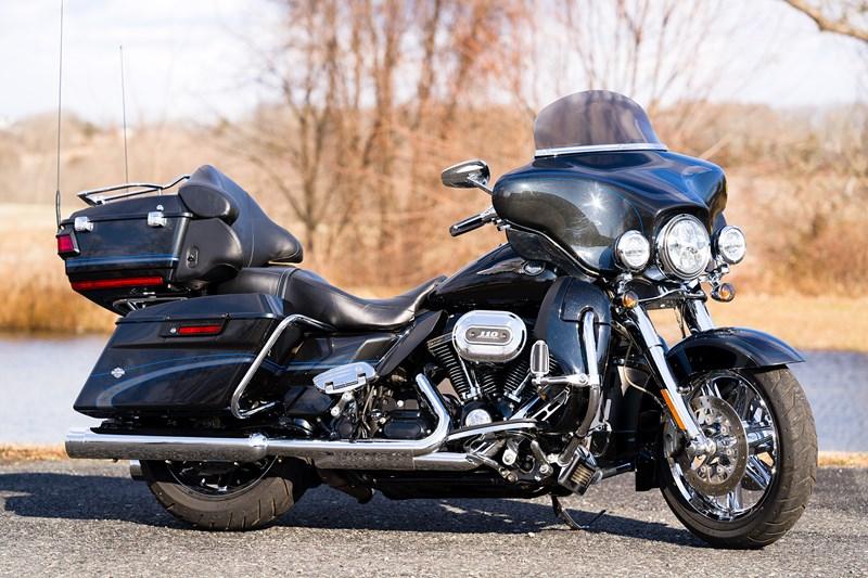 Photo of a 2013 Harley-Davidson® FLHTCUSE8-ANV CVO™ Ultra Classic® Electra Glide® 110th Anv. Ed.