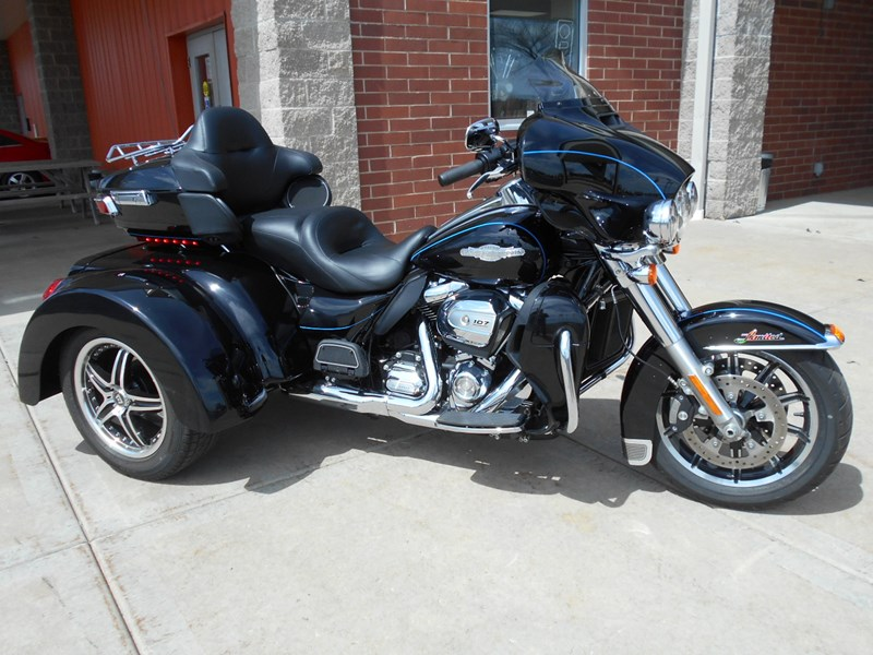 Photo of a 2017 Harley-Davidson®  Custom Trike