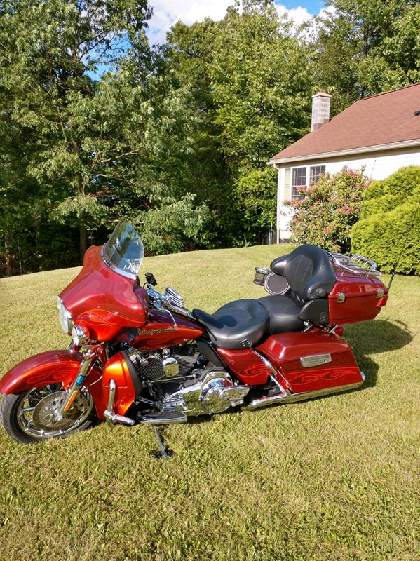 Photo of a 2010 Harley-Davidson® FLHTCUSE5 CVO™ Ultra Classic® Electra Glide®