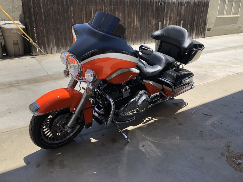 Photo of a 2009 Harley-Davidson® FLHTC Electra Glide® Classic