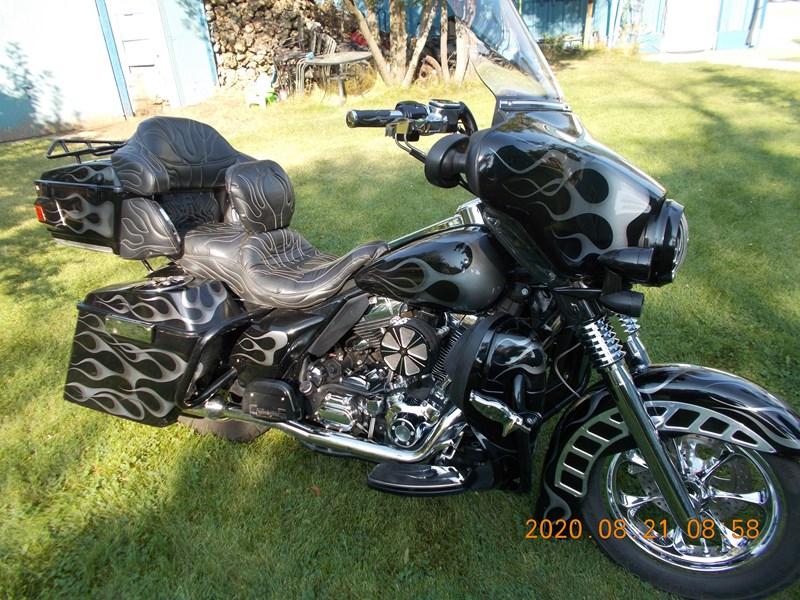 Photo of a 2006 Harley-Davidson® FLHTCU/I Electra Glide® Ultra Classic® Firefighter/Peace Officer