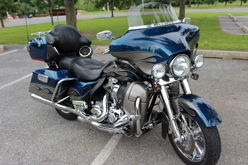 Photo of a 2010 Harley-Davidson® FLHTCUSE5 CVO™ Ultra Classic® Electra Glide®