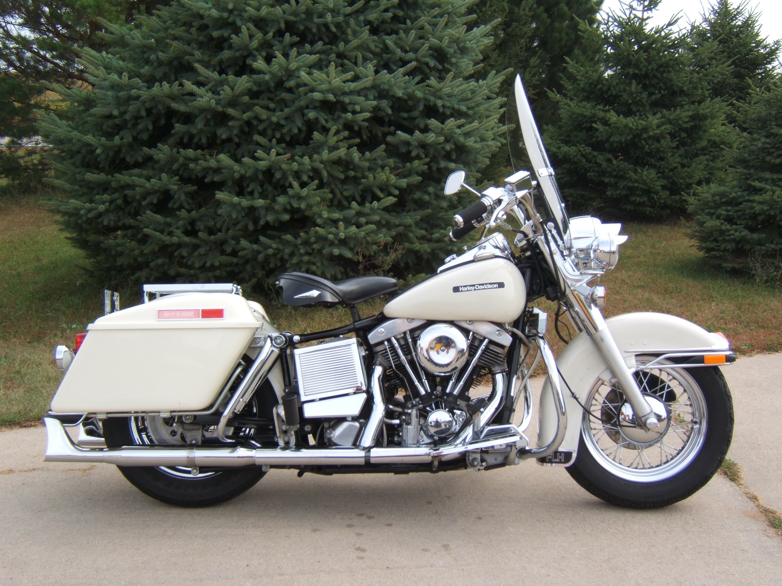 White Harley Davidson: 1984 Harley-Davidson® FLH Electra Glide® (Birch White