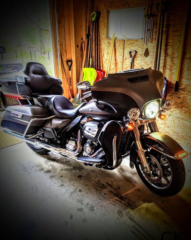 Photo of a 2018 Harley-Davidson® FLHTKL 	Electra Glide® Ultra® Limited Low
