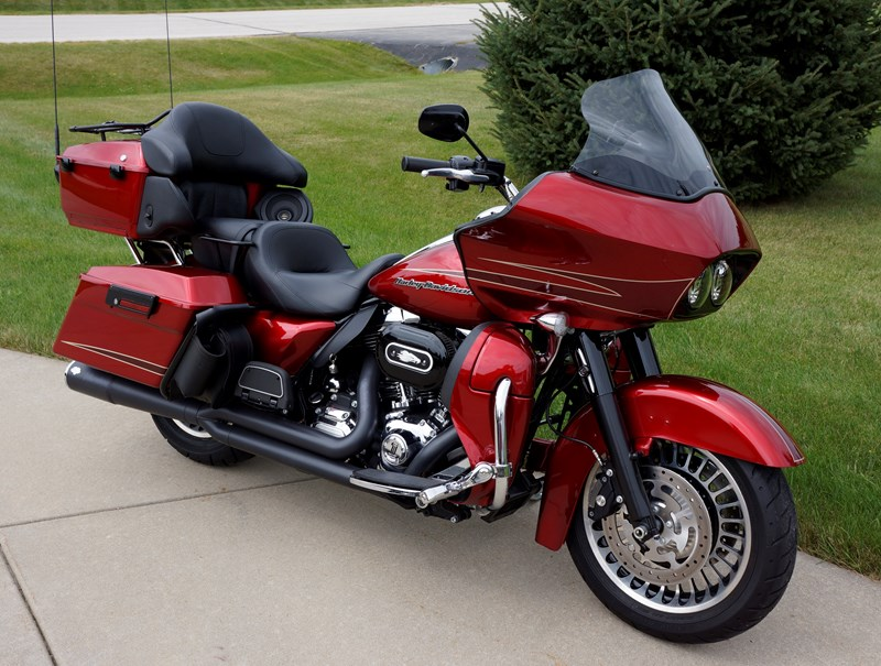 2013 Harley-Davidson® FLTRU Road Glide® Ultra (Ember Red Sunglo ...