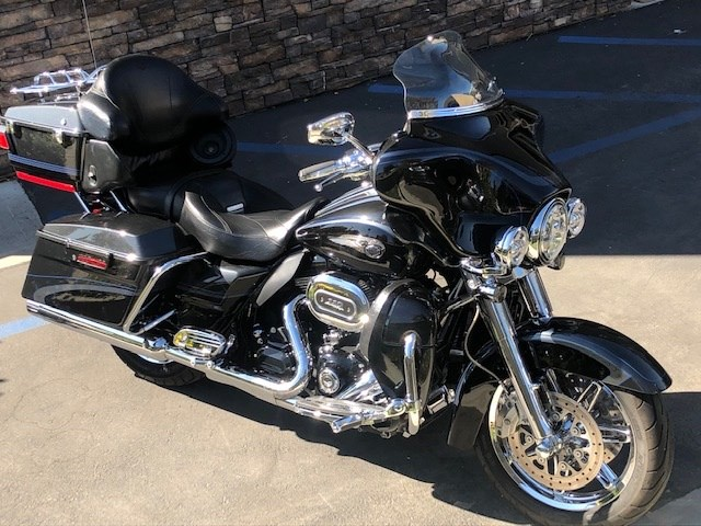 Photo of a 2013 Harley-Davidson® FLHTCUSE8-ANV CVO™ Ultra Classic® Electra Glide® 110th Anv. Ed.