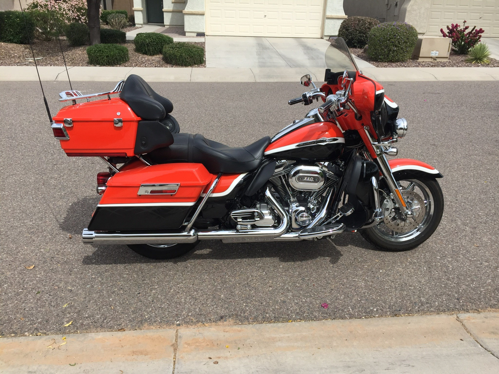 2012 harley davidson flhtcuse7 cvo ultra classic electra glide orange florence arizona. Black Bedroom Furniture Sets. Home Design Ideas