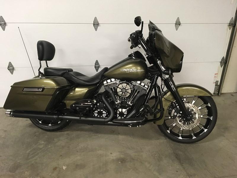 2016 Harley Davidson® FLHX Street Glide® (Olive green ), E