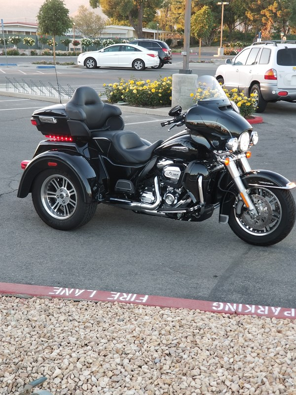 Photo of a 2017 Harley-Davidson® FLHTCUTG Tri Glide® Ultra