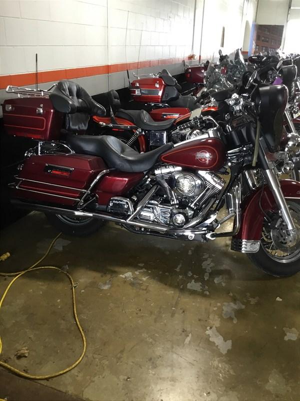 Photo of a 2002 Harley-Davidson® FLHTC/I Electra Glide® Classic