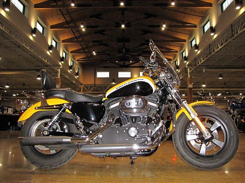 Harley Davidson: 2012 Harley-Davidson® XL1200C Sportster® 1200 Custom